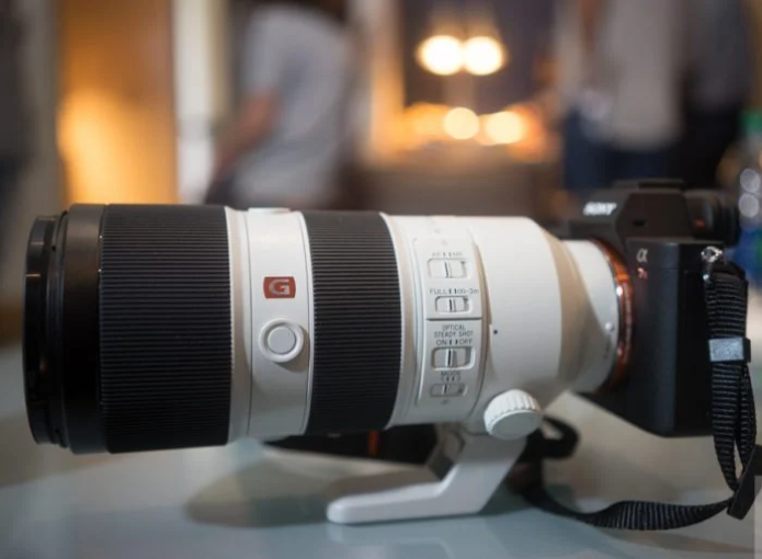 The Inside of The Sony 70-200mm F2.8 OSS GM Is a Pure Work of Art