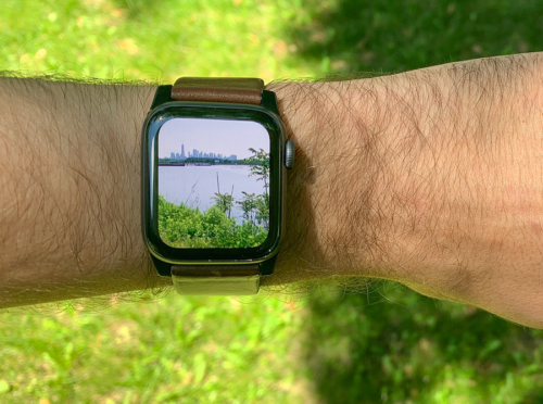Apple Watch with a camera-packing band detailed in new patent