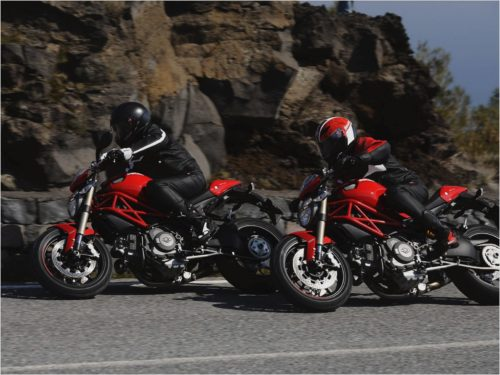 Church Of MO: Ducati Monster 1100 Vs Harley-Davidson XR1200