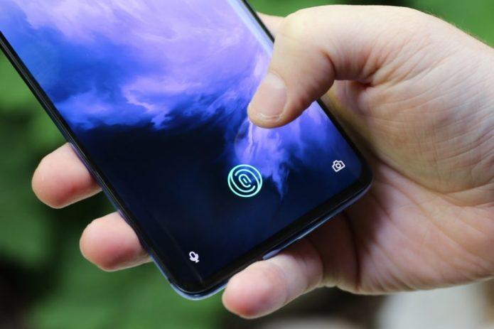 OnePlus-7-Pro-handheld-fingerprint-920x613