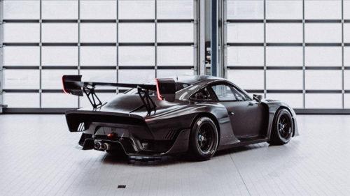 Bare carbon fiber Porsche 935 needs no stinkin' livery
