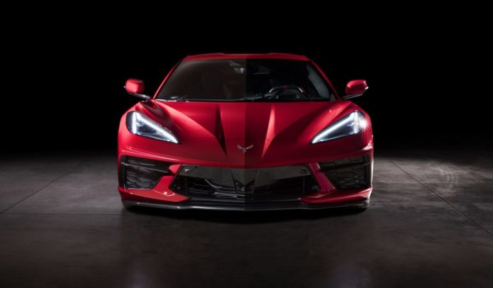 2020-Chevrolet-Corvette-Stingray-041-925x540
