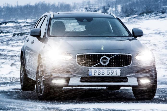 2020-Volvo-V90-(4)
