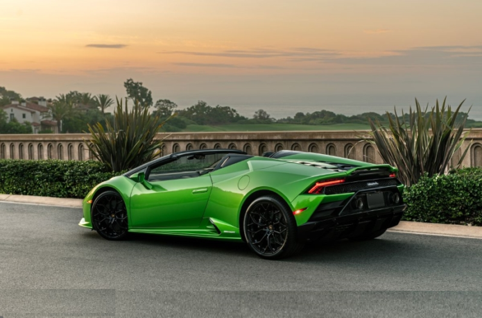 2020 Lamborghini Huracán Evo Spyder Is Pure Open-Air Excess