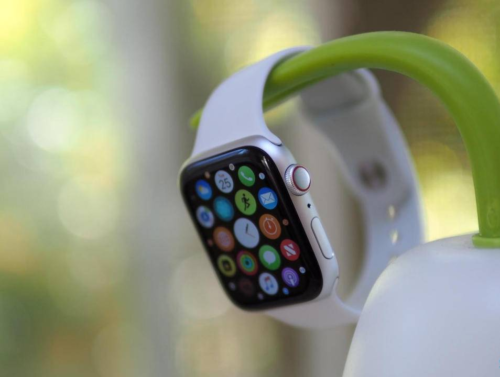 Apple Watch 5 out next month with OLED screen, titanium and ceramic case