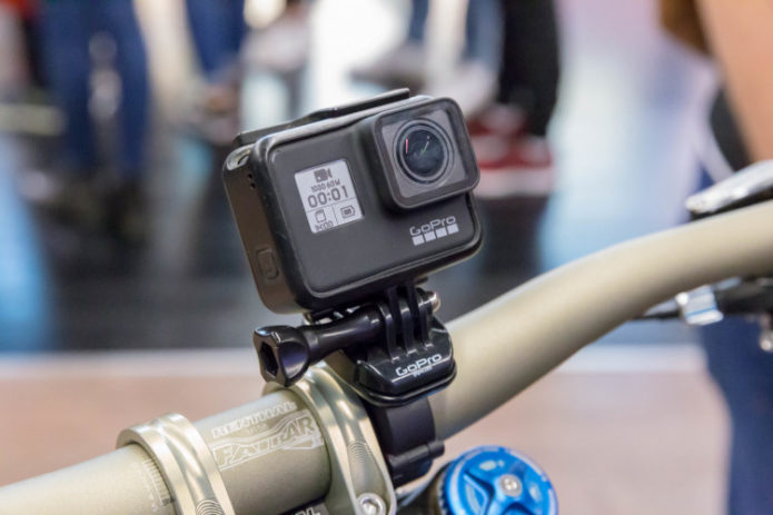 action-camera-gopro-hero-7-black-fixed-on-a-bike-handlebar-cc-by-2-0