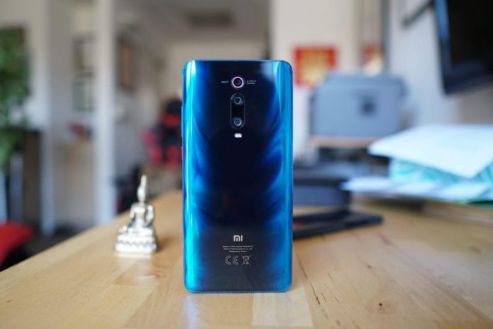 Xiaomi Mi 9T vs OPPO R19: 8GB RAM, Triple 48MP cameras!