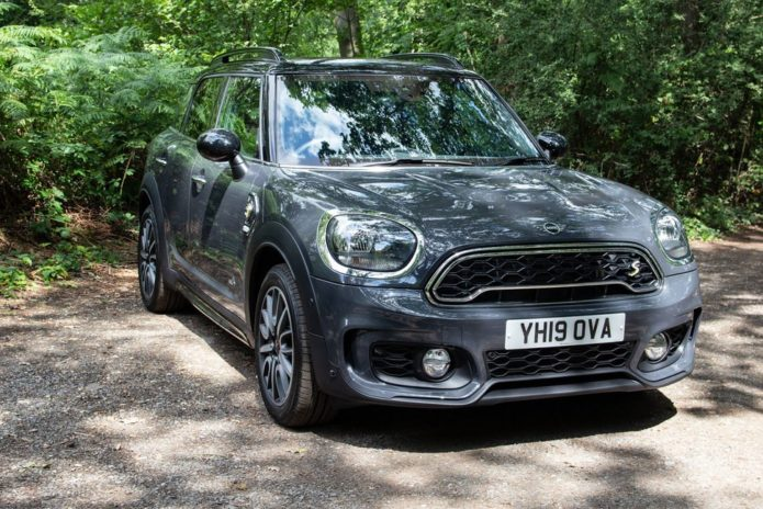 141549-cars-review-review-mini-countryman-cooper-se-update-image1-5nrlejimv9