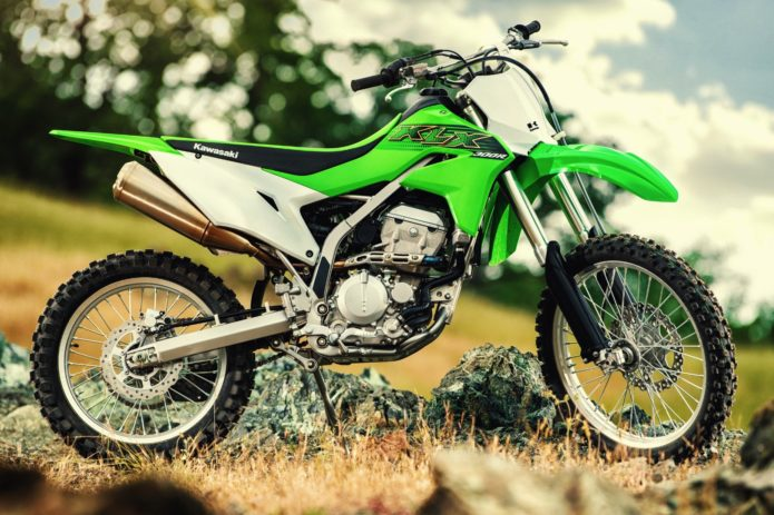 2020 KAWASAKI KLX300R REVIEW: OFF-ROAD MOTORCYCLE (9 FAST FACTS)