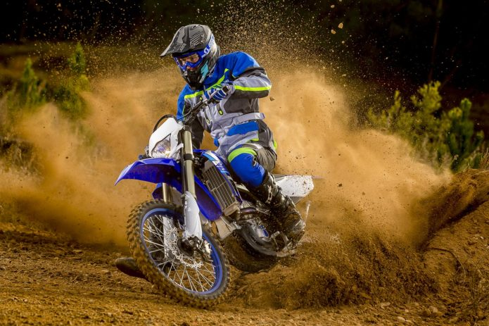 2020 YAMAHA WR250F ENDURO RACER FIRST LOOK (11 FAST FACTS)