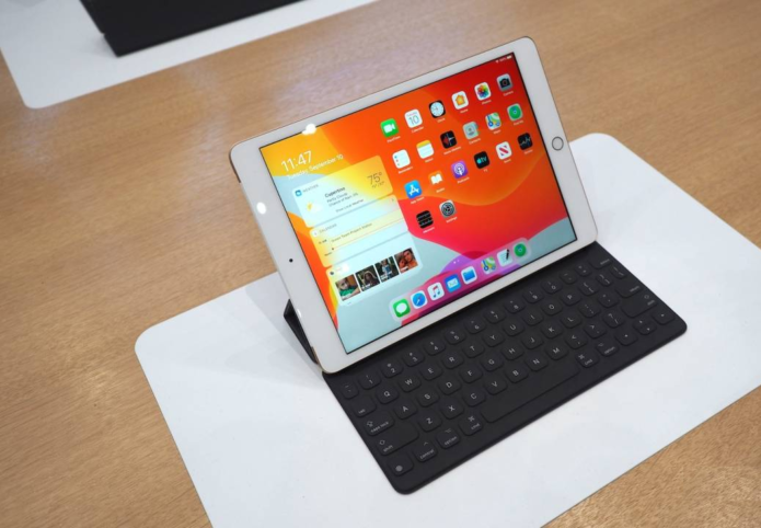 iPad 10.2 hands-on: 7th-gen tablet rises to Chromebook challenge
