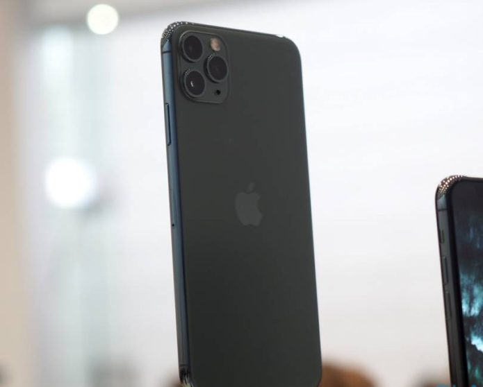 I can't stop thinking about the Midnight Green iPhone 11 Pro