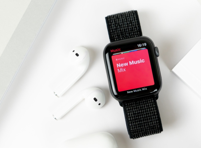Apple launches free Apple Watch repair program for cracked screens