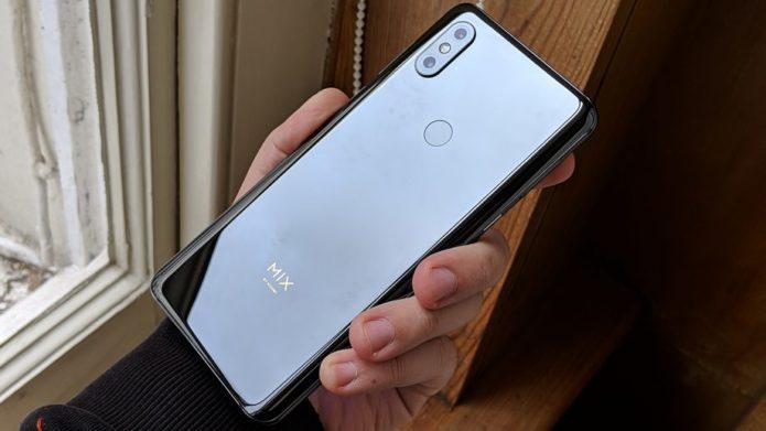 Xiaomi-Mi-Mix-3-back-in-hand-Onyx-Black-920x518