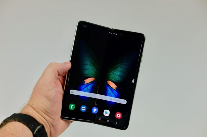 Samsung Galaxy Fold 2 may have a bending screen made of glass