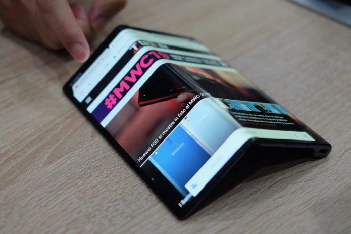 Huawei Mate X unboxing reveals a key design change