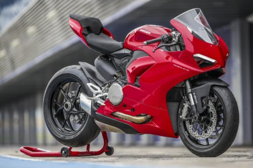 2020 DUCATI PANIGALE V2 REVIEW (18 FAST FACTS)