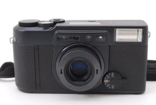 This Black Fujifilm Klasse S Is Worth Adding to Your Premium Compact Wishlist