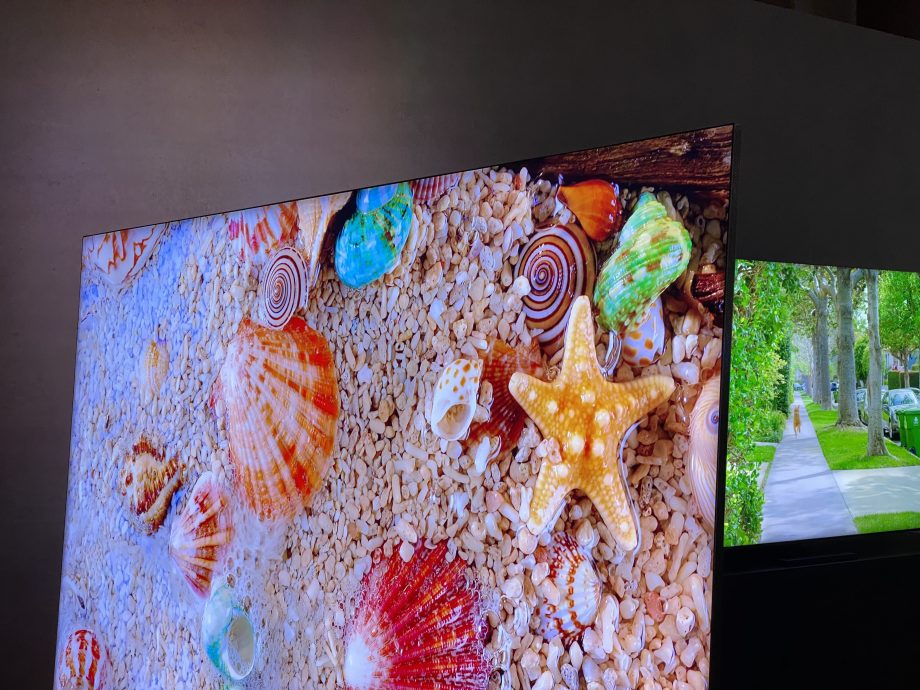We've seen Samsung's bezel-free 8K QLED Q950TS at CES 2020 and it's stunning