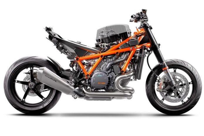 2020 KTM 1290 SUPER DUKE R REVIEW (19 FAST FACTS)