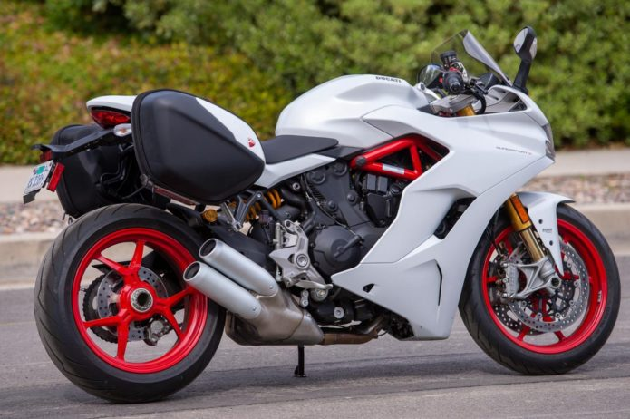 2020 DUCATI SUPERSPORT S TOURING REVIEW | FILLING THE GAP