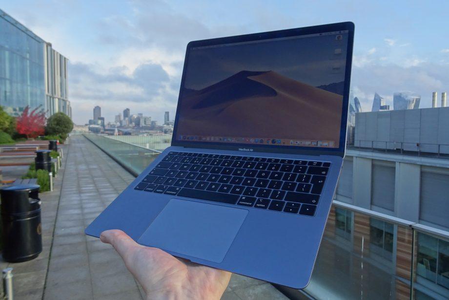 MacBook Air display issues confirmed by internal Apple memo
