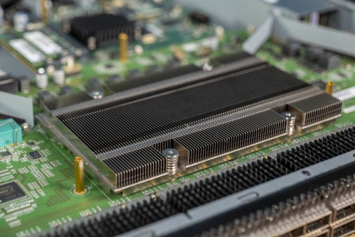 Edgecore-AS7712-32X-Broadcom-BCM56960-Tomahawk-3.2Tbps-Chip-Heatsink