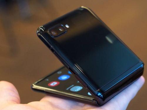 Samsung Galaxy Z Flip and Motorola Razr: The key differences