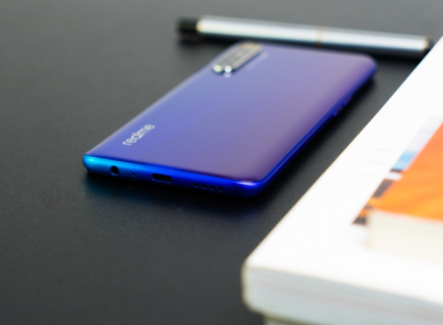 Huawei Nova 7i vs Realme XT Specs Comparison