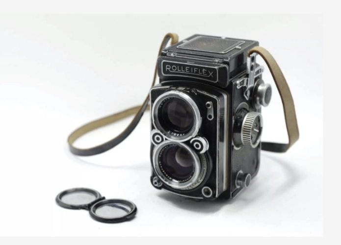 6 Cameras for Street Photography That Started a Movement
