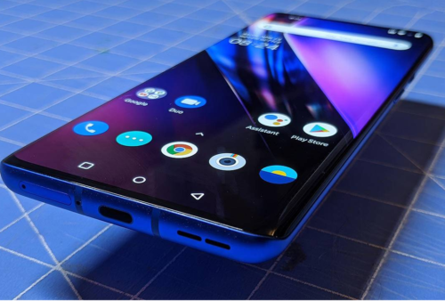 OnePlus 8 Pro suffers screen issues, but the company is working on a fix