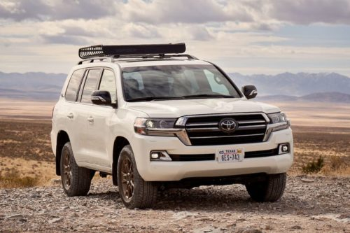 2020 Toyota Land Cruiser Rediscovers Its Off-Road Roots