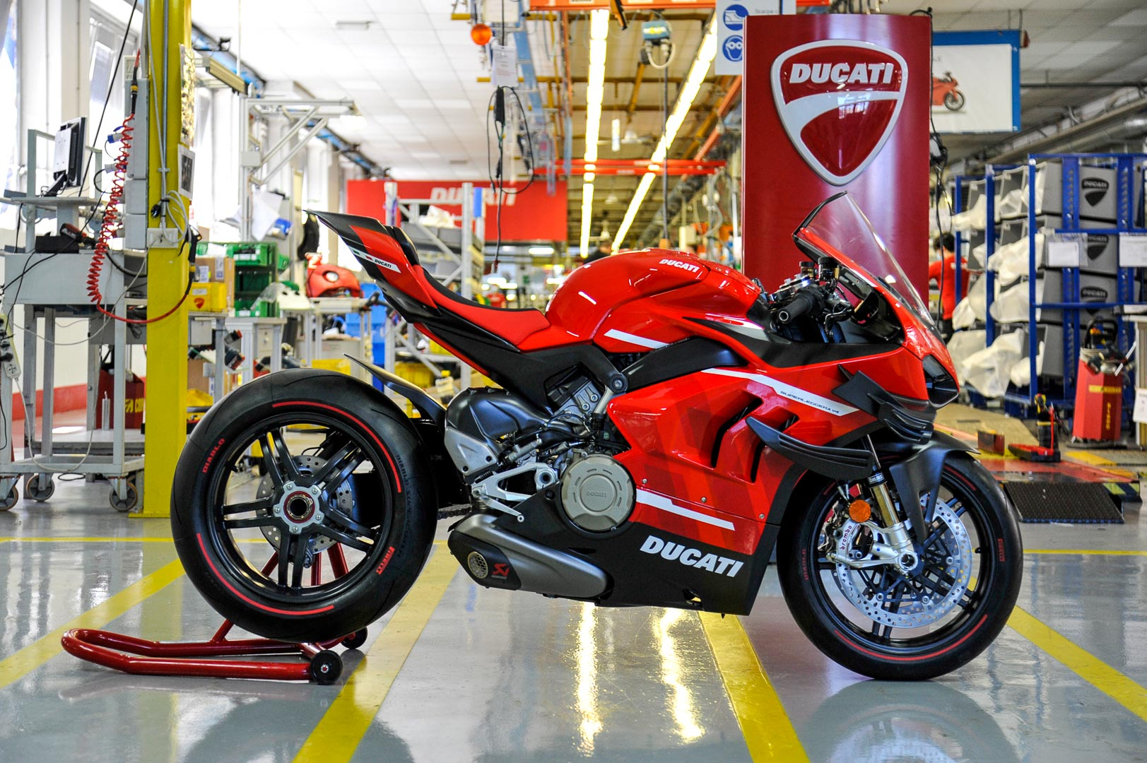 2020 Ducati Superleggera V4 Production Begins: Photos and Video
