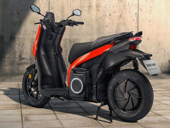 2021 SEAT MÓ ESCOOTER 125 FIRST LOOK: URBAN MOBILITY