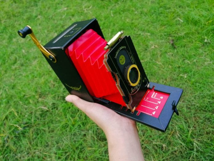 You Need the Patience of a Saint: Jollylook Instant Camera Review