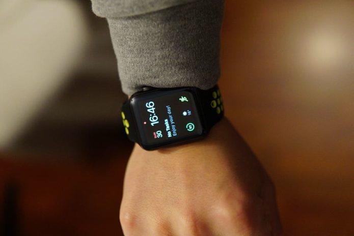 black-smartwatch-at-16-46