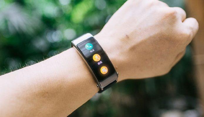 Huawei Band B6 Wrist Earphones Review: 2 in 1 Smartwrist with Earphones