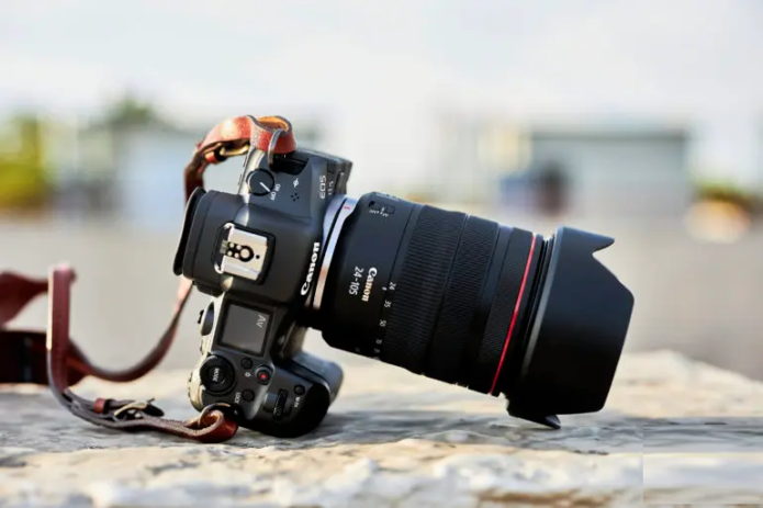 We Handheld The Canon EOS R5 at 105mm for Over a Second