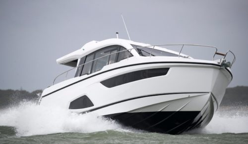 Sealine C430: Creature comforts abound on this thoroughly modern sportscruiser