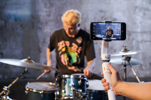 Zhiyun Smooth XS Review – Pocket Size Selfie Stick Handheld Gimbal