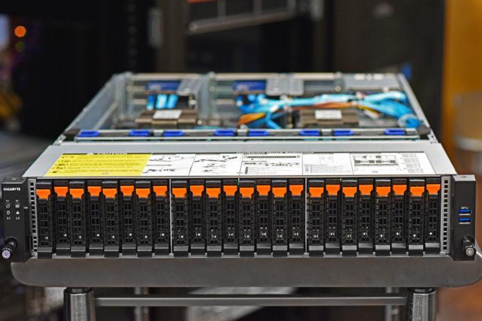 GIGABYTE R282-Z92 Server Review