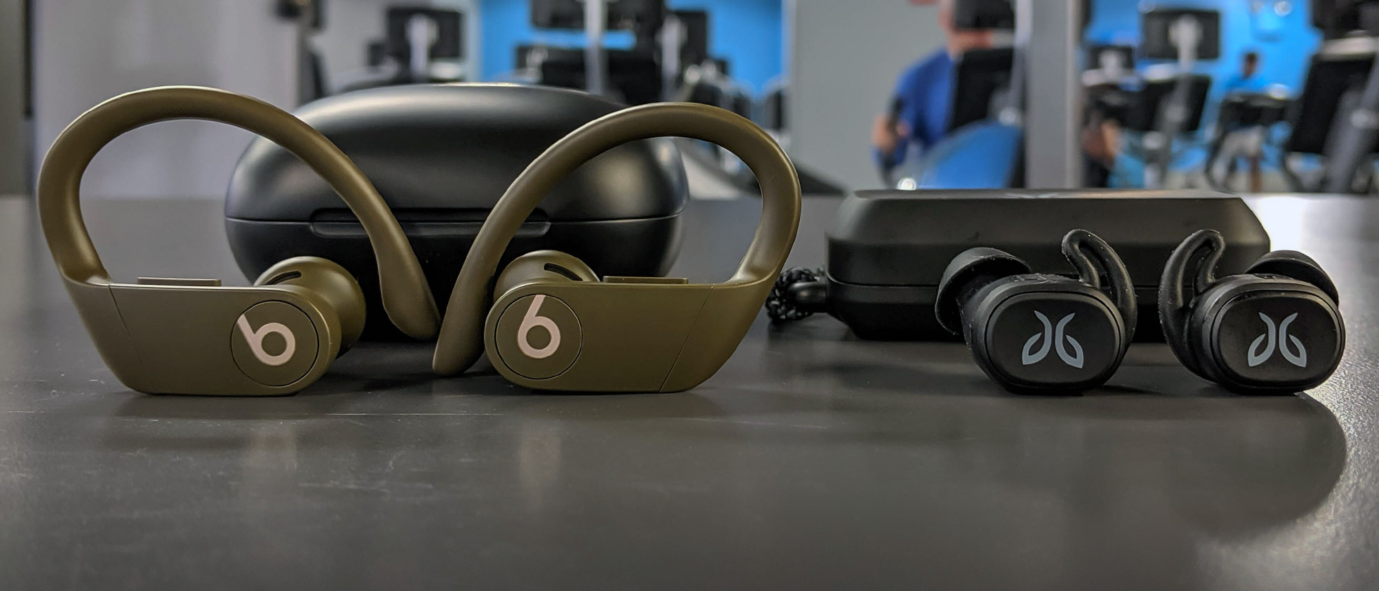 Beats PowerBeats Pro vs. Jaybird Vista