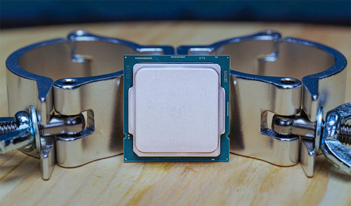 Intel Xeon W-1290P Review