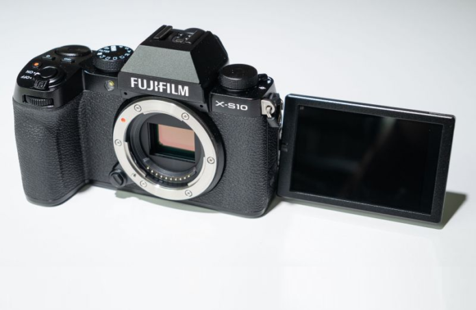 Fujifilm X-S10 Hands-on Review: Small camera, great grip