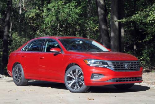 2020 Volkswagen Passat R-Line 2.0T Review – Looking backwards