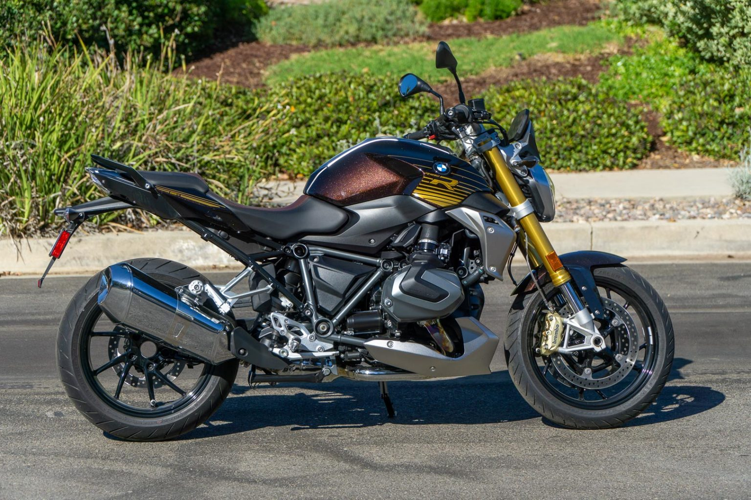 2020 BMW R 1250 R REVIEW WITH SELECT PACKAGE (21 FAST FACTS)