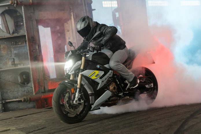 2021 BMW S 1000 R FIRST LOOK (16 FAST FACTS + SPECS AND PHOTOS)