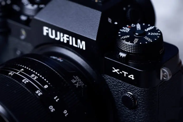 Professional Photographers Swear By These Mirrorless APS-C Cameras