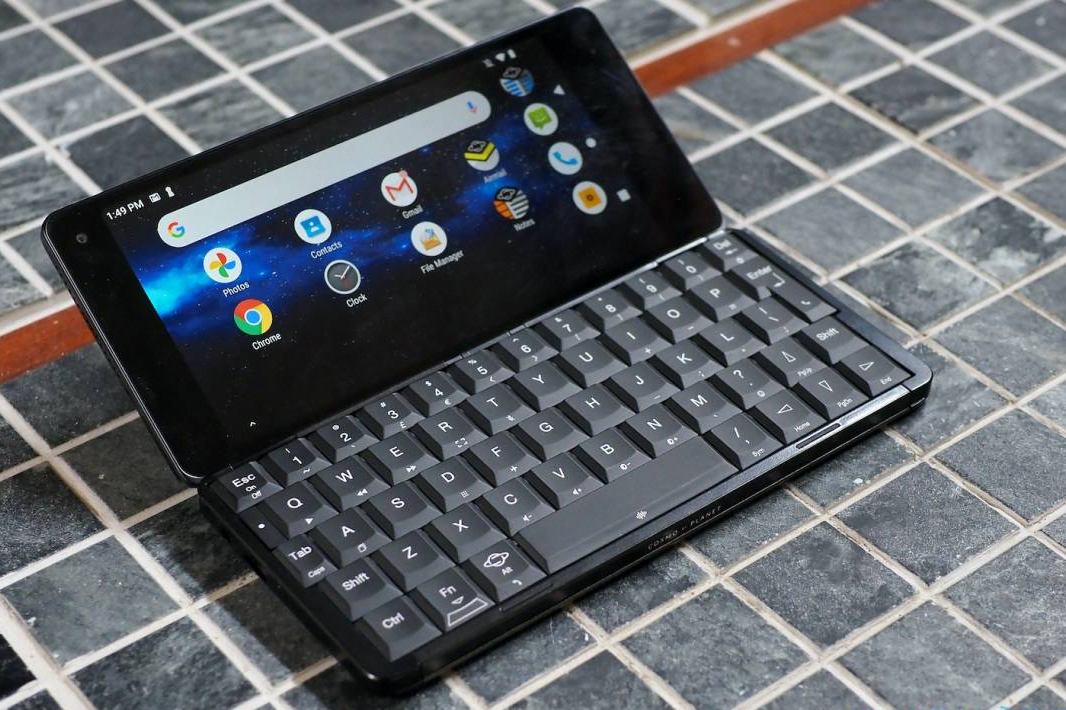 Planet Computers Cosmo Communicator Review – It's all about the keyboard