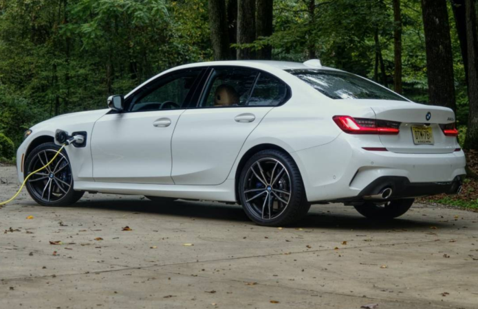 2021 BMW 330e Review – No, really, it's a plug-in hybrid